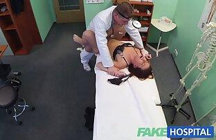 الجنس مع رقيقة ورقيقة في جوارب نائب مقاطع اباحية اجنبي الرئيس على الشفاه.
