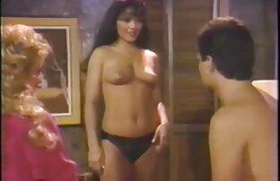نموذج في أعقاب ومضات الحمار في ثونغ افلام اجنبية اباحية كاملة و الأخت مع الحمار كبيرة