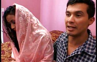فتاة افلام اباحية اجنبية مجانية آسيوية في فستان أحمر تمتص chahala على السرير