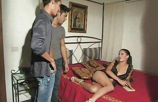 الساخنة فتاة آسيوية يمارس مشاهد اباحية من افلام اجنبية الجنس مع الضيوف على الطاولة.