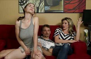 قمصان أرجوانية تبلغ من العمر 18 عاما تضاجع شقراء على الأرض بجوار الأريكة افلام اباحيه سكس اجنبي الرمادية