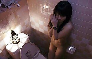 يمارس الجنس مع فتاة ذات شعر بني افلام اباحيه اجنبى في شريط مطاطي.