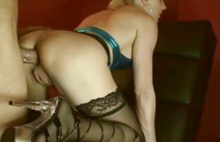 النساء يجلس على البراز التدخين رجل مع شعر الساقين مواقع افلام اباحية اجنبية