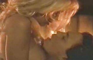 اثنين من الفتيات افلام اجنبية اباحية للكبار فقط خبطت مع آلة الجنس في شقة