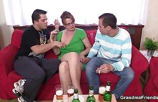 امرأة مع اسماء افلام اباحية اجنبية النظارات هو التمسيد بوسها أمام كاميرا ويب.