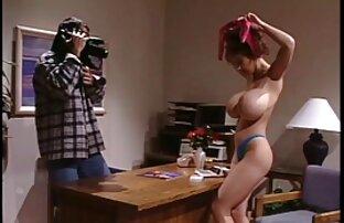 منتج مارس الجنس من قبل ممثلة افلام اباحية اجنبية مجانية في فيلته.