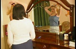 امرأة ناضجة مع الشعر القصير يظهر افلام اباحيه اجنبى لها بزاز كس